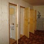 Koridoris asuvad wc-d ja dushiruumid
